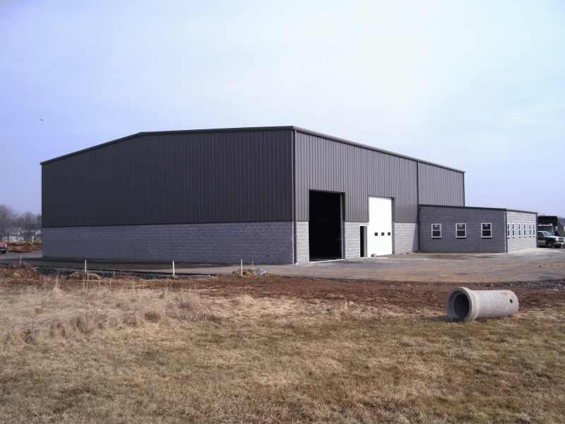 Angajam muncitori in constructii pentru montaj hale metalice